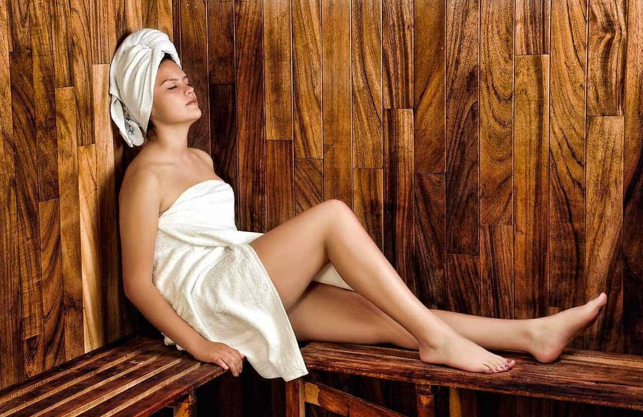 women 936549 1280 - Warum die Sauna so gesund ist - Vorteile und Tipps beim Saunieren