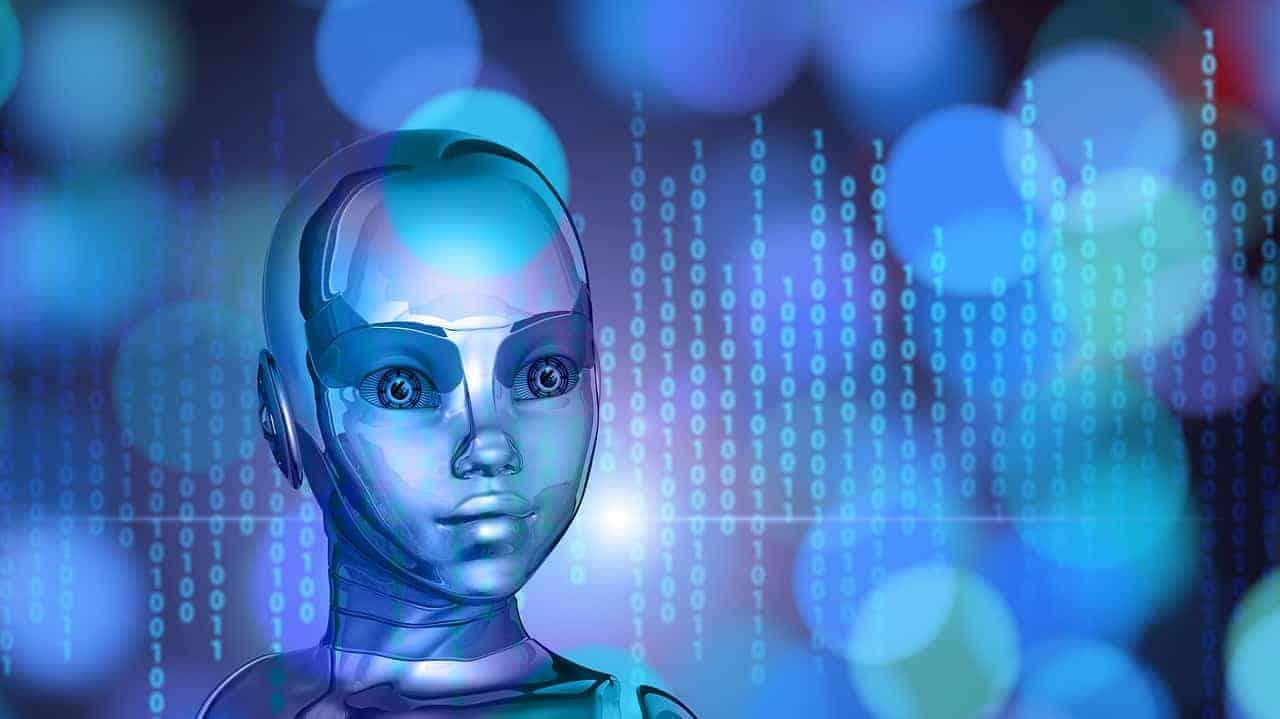 Ein menschenähnlicher Roboter mit grossen Augen vor einem Binärcode.